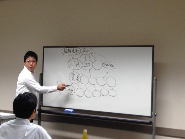 セミナーで香港IFAと業者の関係を話す