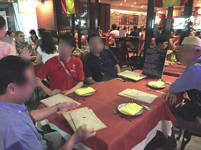 香港のスパニッシュバーでビジネス談義
