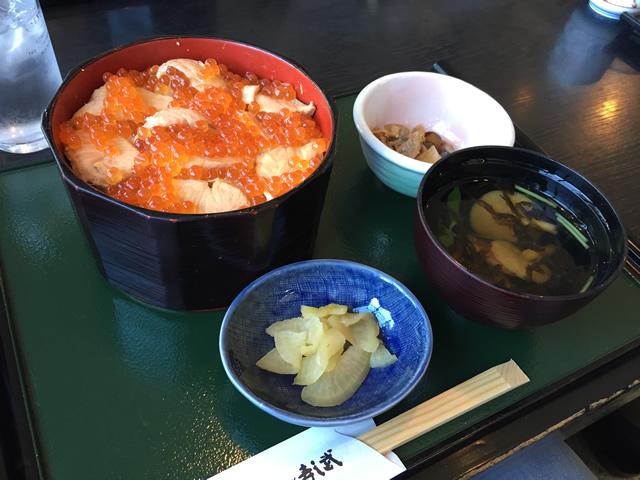 宮城県のご当地グルメはらこめしを食べる