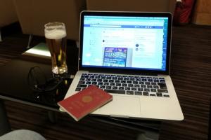 ビジネスミーティングで香港に向かう途中で関空ラウンジ