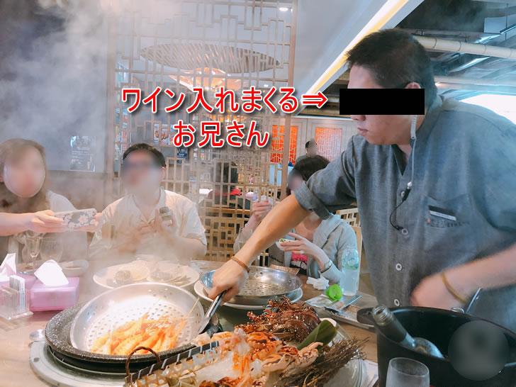 香港オフ会の夕食会で行った海鮮蒸し料理屋さんの店員さん
