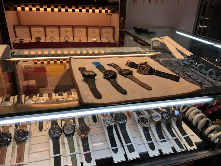 珠海拱北の地下街にある偽物ブランドの時計店