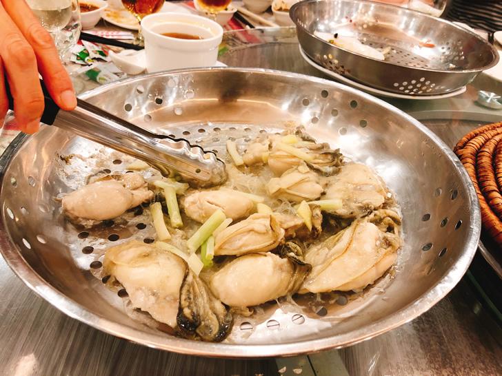 2018年6月の香港オフ会前夜祭で行った海鮮蒸し屋さんで蒸された牡蠣