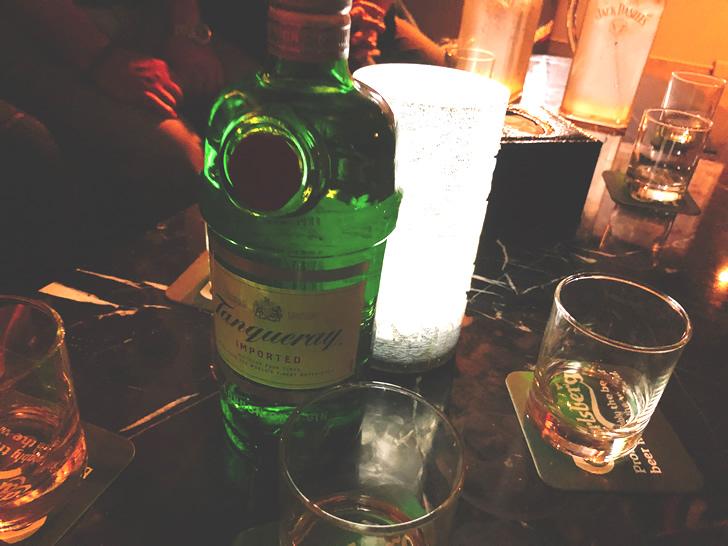 香港オフ会前夜祭の2次会でジンボトルを投入