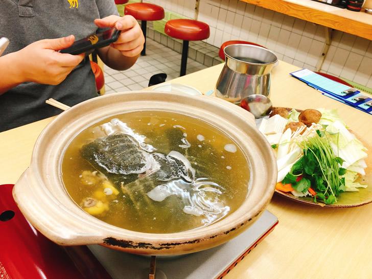 セミナー講師全員でスッポン鍋を食べてパワーアップ