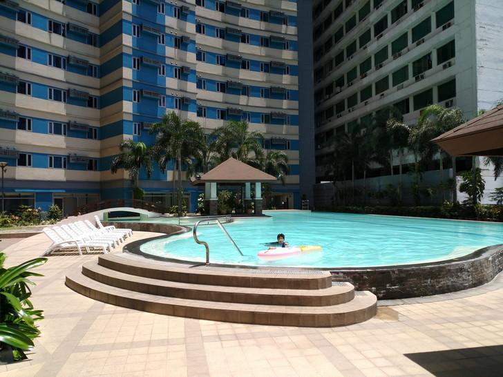 保有するフィリピンコンドミニアムのプール