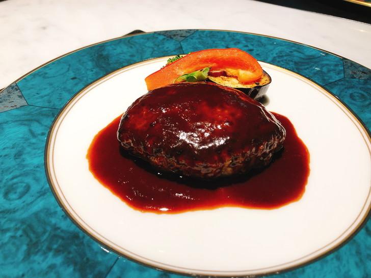 大阪オフ会で食べた5皿目はビーフハンバーグ