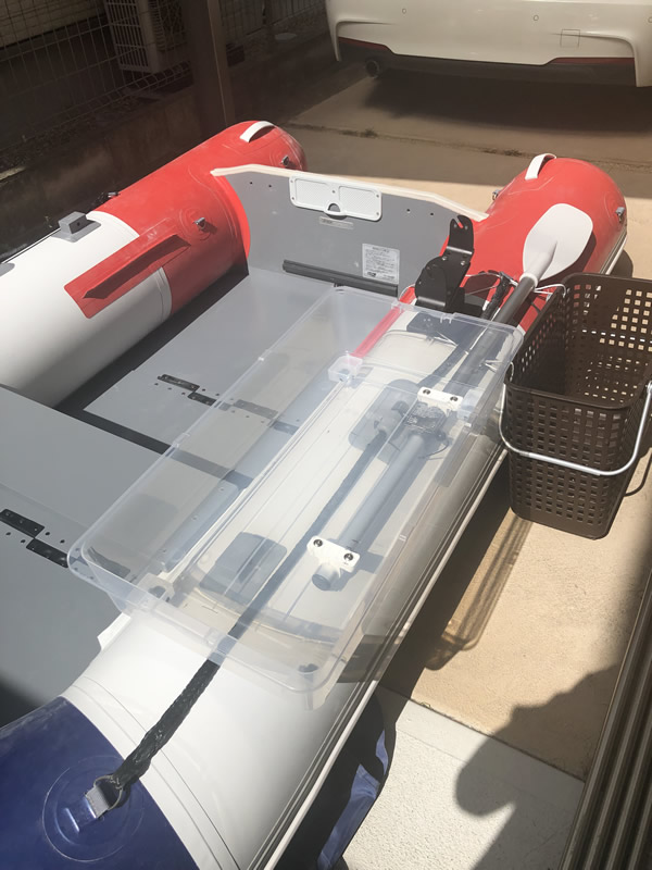 絞めボックスと血抜きバケツを艤装(仮固定)